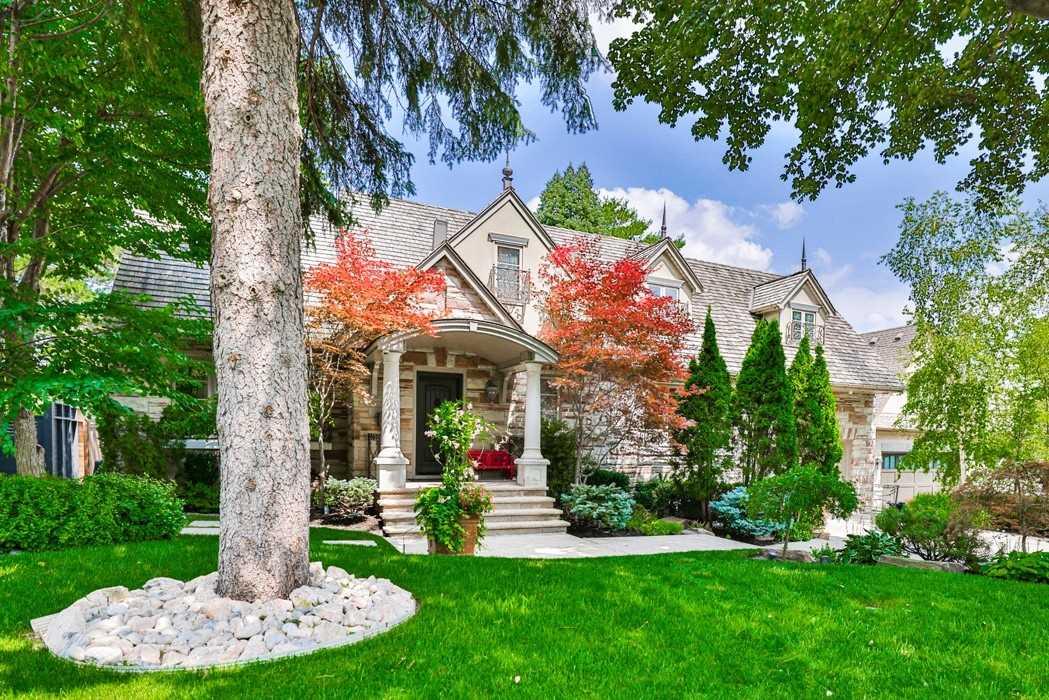 8 Ridgevalley Cres, Toronto, Ontario M9A3J6, 4 Bedrooms Bedrooms, 11 Rooms Rooms,5 BathroomsBathrooms,Detached,For Sale,Ridgevalley,W5343606