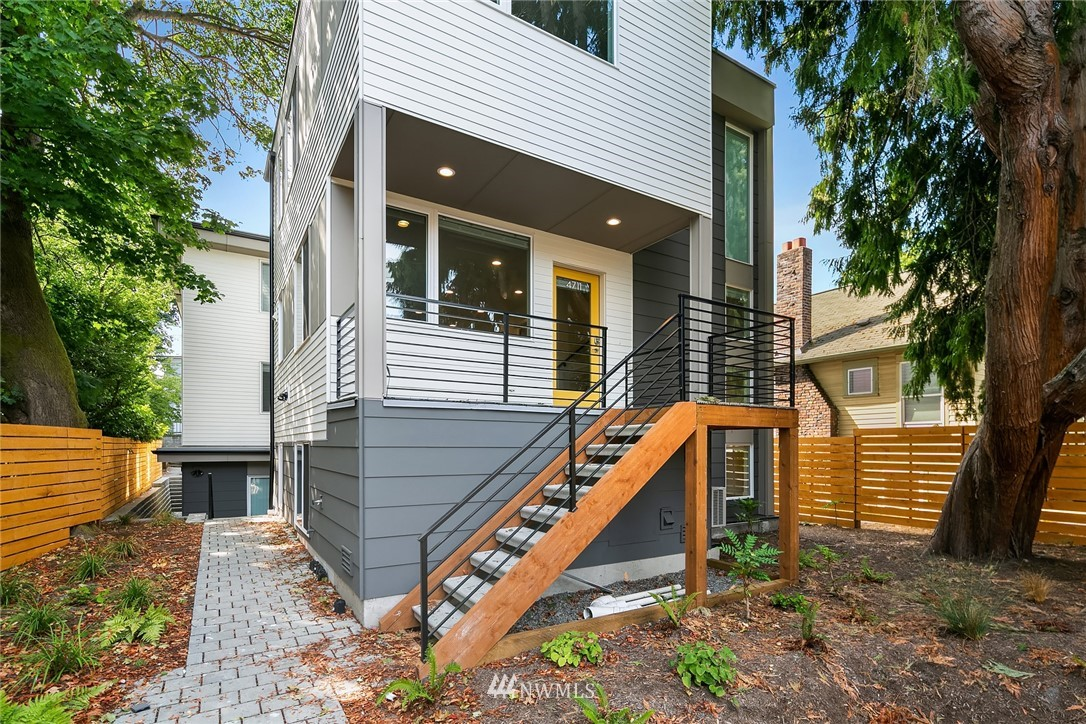 4711 8th Avenue, Seattle, Washington 98105, ,Residential Income,For Sale,8th,NWM1827360