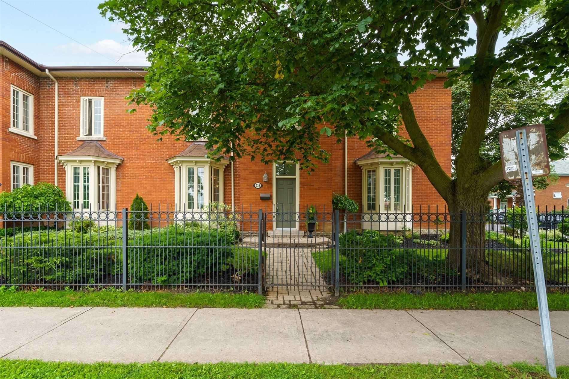 233 John St, Belleville, Ontario K8N 3G2, 2 Bedrooms Bedrooms, ,2 BathroomsBathrooms,Condo Townhouse,For Sale,John,X5345822
