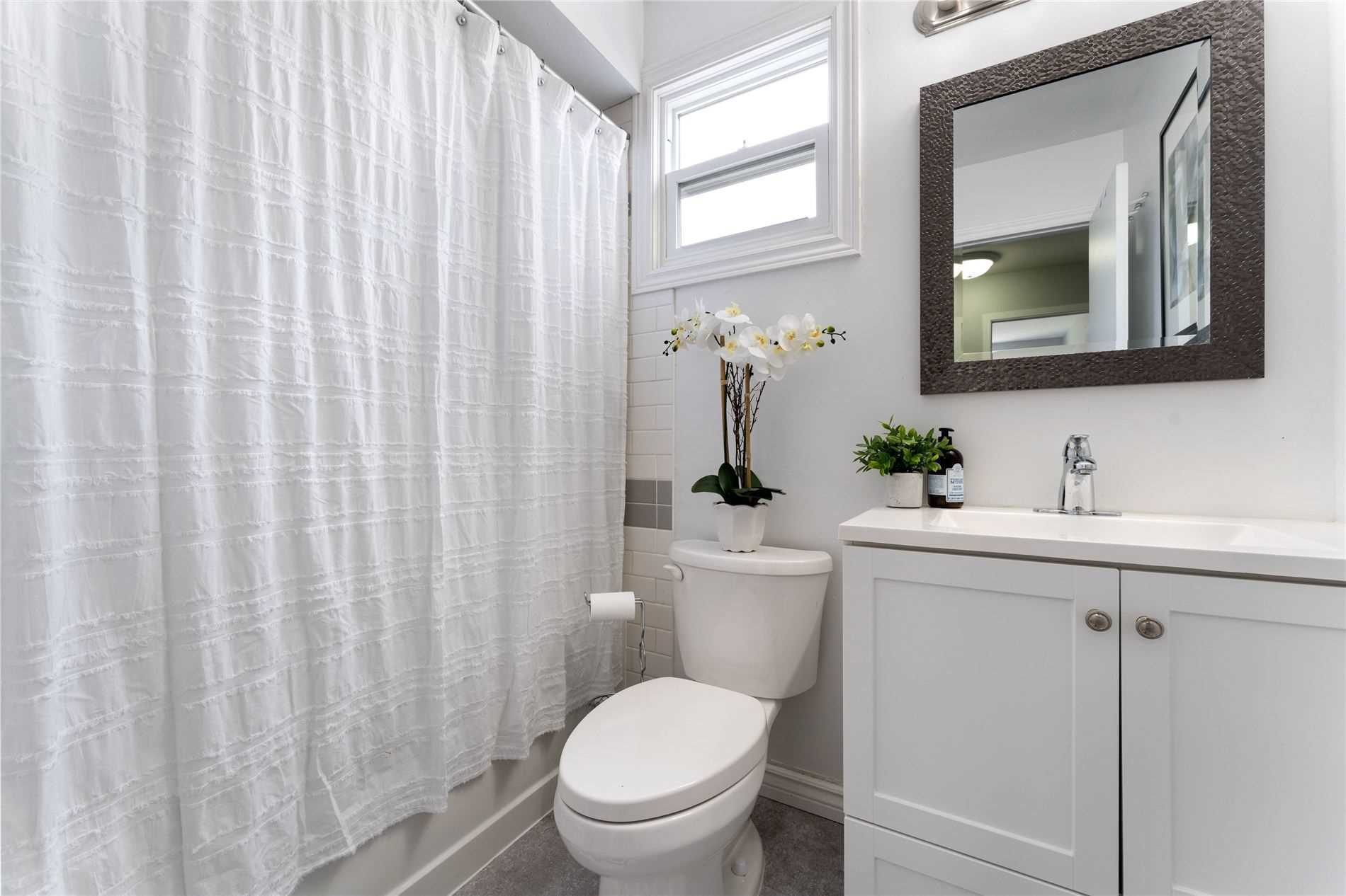 58 Woodlawn Ave, Brantford, Ontario N3V 1B1, 3 Bedrooms Bedrooms, 9 Rooms Rooms,1 BathroomBathrooms,Detached,For Sale,Woodlawn,X5349164
