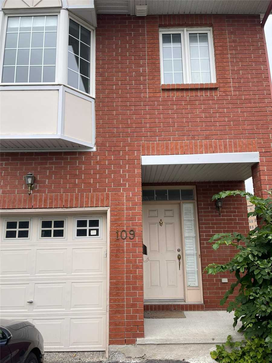 109 Tall Oak Private Pt, Ottawa, Ontario K1G 6T3, 3 Bedrooms Bedrooms, 8 Rooms Rooms,4 BathroomsBathrooms,Att/Row/Twnhouse,For Sale,Tall Oak Private,X5349611