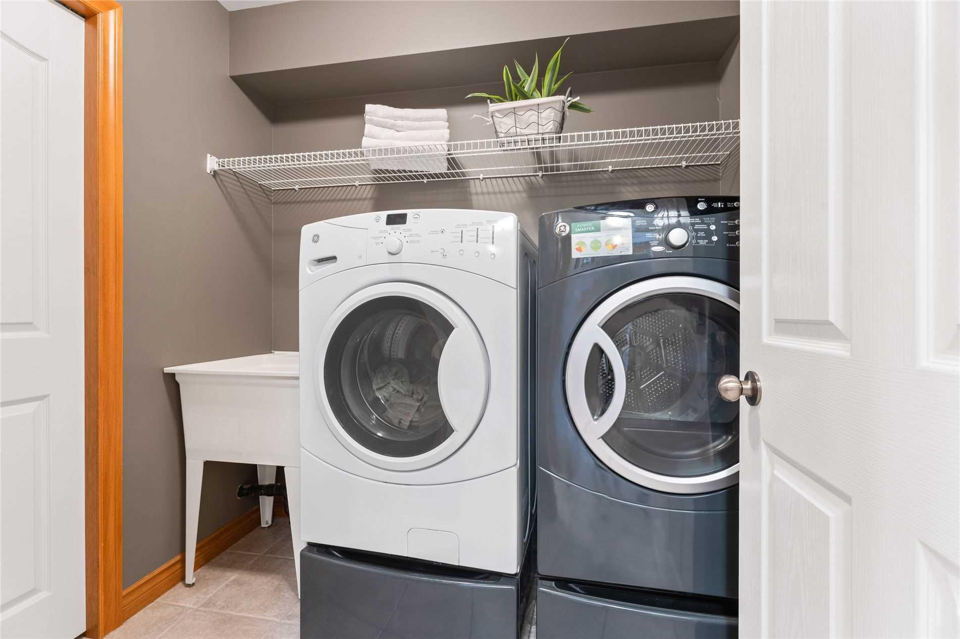 9 Carmichael Crt, Brantford, Ontario N3R8A9, 4 Bedrooms Bedrooms, 13 Rooms Rooms,4 BathroomsBathrooms,Detached,For Sale,Carmichael,X5350300