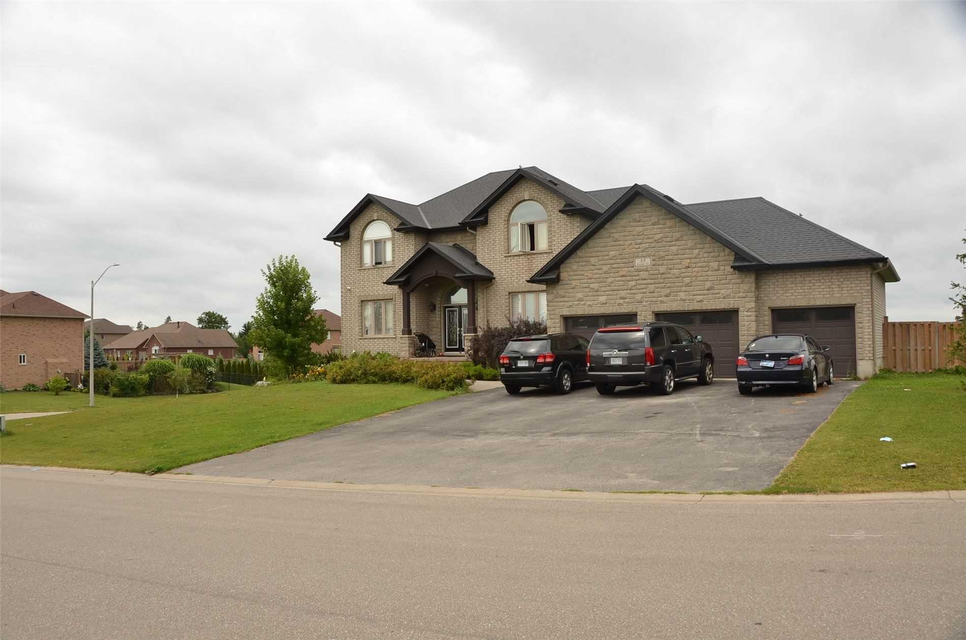 35 Pinehill Dr, Brantford, Ontario N3T 5Z7, 4 Bedrooms Bedrooms, 8 Rooms Rooms,4 BathroomsBathrooms,Detached,For Sale,Pinehill,X5350364