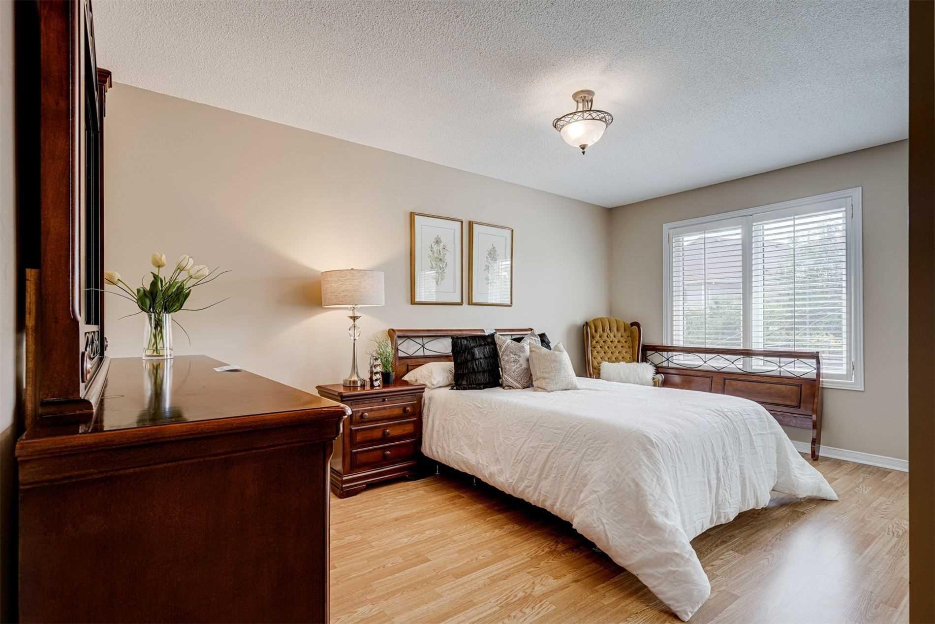 124 Monk Cres, Ajax, Ontario L1Z1H2, 2 Bedrooms Bedrooms, 7 Rooms Rooms,2 BathroomsBathrooms,Detached,For Sale,Monk,E5352008