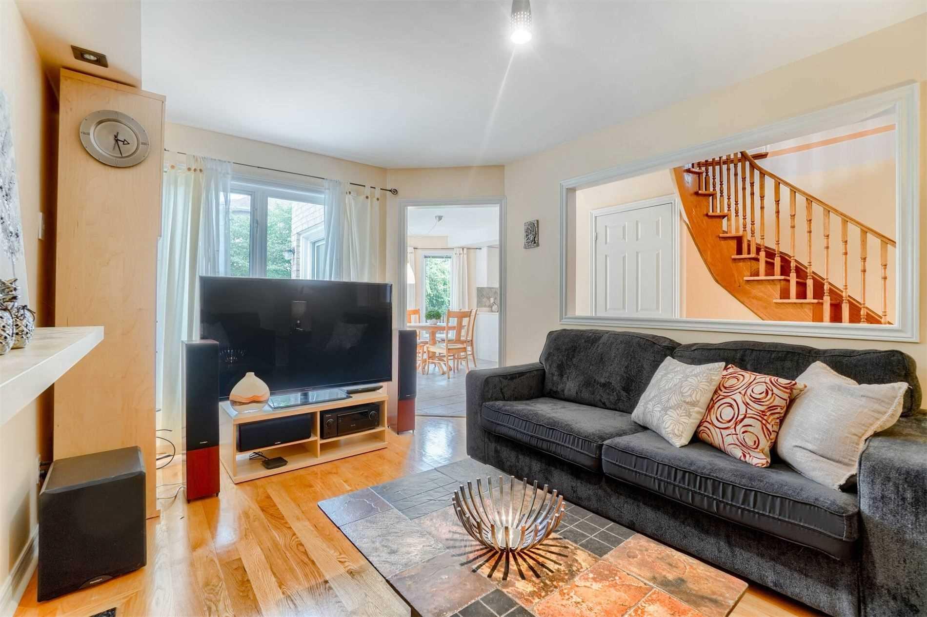 573 Roeder Crt, Newmarket, Ontario L3Y8L2, 4 Bedrooms Bedrooms, 9 Rooms Rooms,3 BathroomsBathrooms,Detached,For Sale,Roeder,N5351740