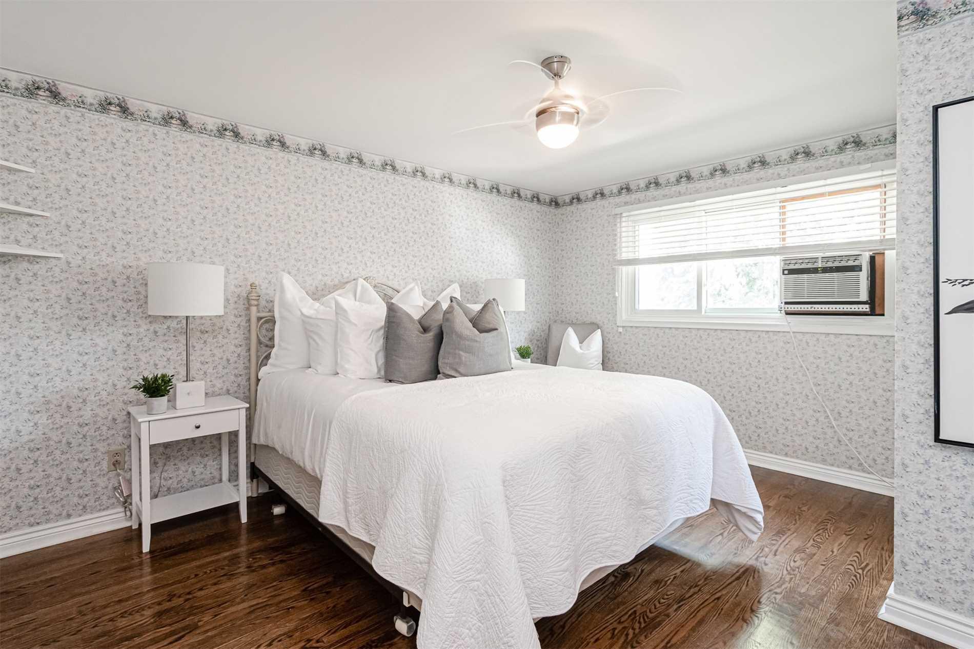 157 Labrador Dr, Oshawa, Ontario L1H7E4, 4 Bedrooms Bedrooms, 8 Rooms Rooms,2 BathroomsBathrooms,Detached,For Sale,Labrador,E5352355
