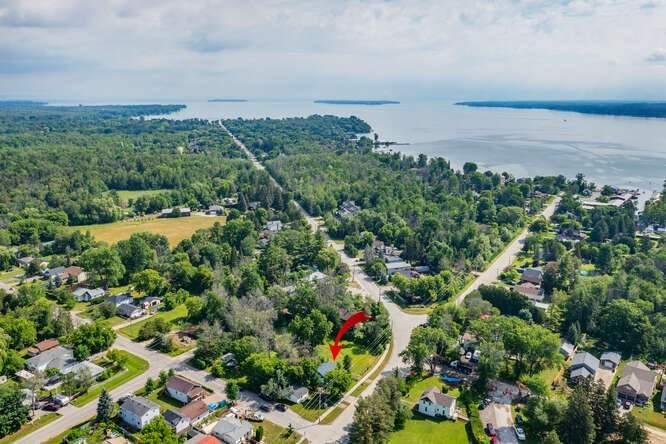 1240 Killarney Beach Rd, Innisfil, Ontario L0L1W0, 2 Bedrooms Bedrooms, 5 Rooms Rooms,1 BathroomBathrooms,Detached,For Sale,Killarney Beach,N5352445