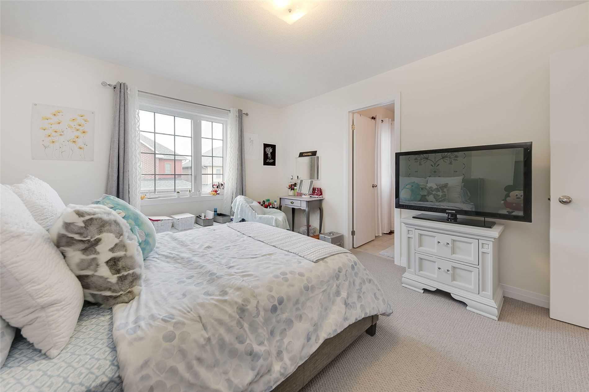 36 Bedford Estates Cres, Barrie, Ontario L4N9K5, 3 Bedrooms Bedrooms, 6 Rooms Rooms,3 BathroomsBathrooms,Detached,For Sale,Bedford Estates,S5352397