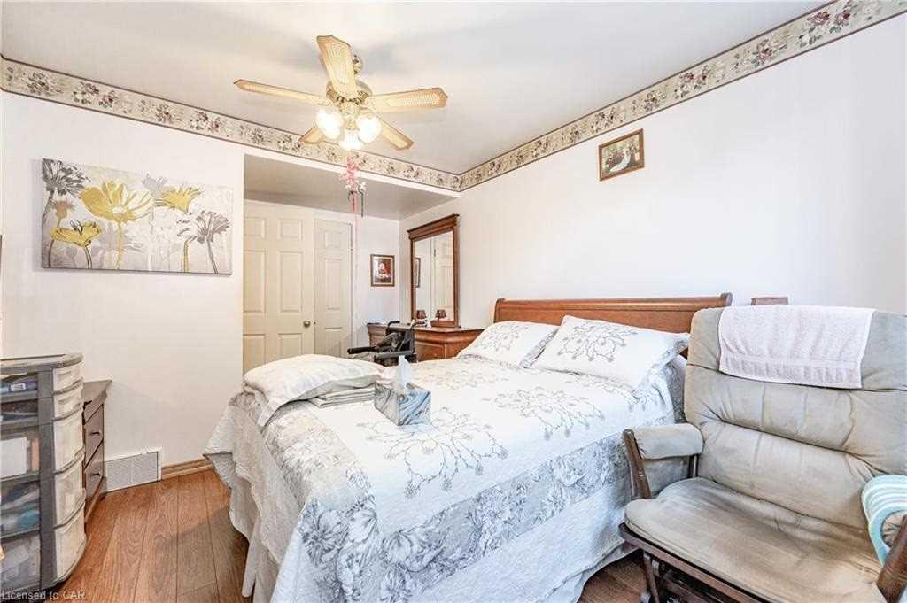 12 Shea Cres, Kitchener, Ontario N2E 1E8, 2 Bedrooms Bedrooms, 5 Rooms Rooms,2 BathroomsBathrooms,Semi-Detached,For Sale,Shea,X5354163