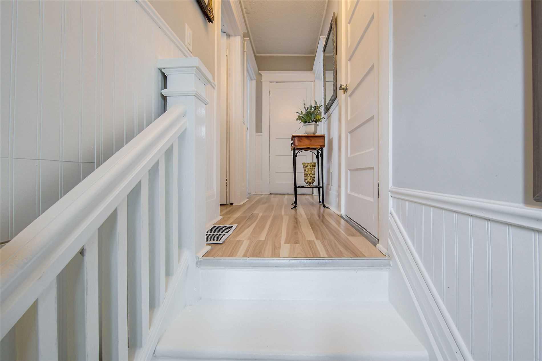 132 Centre St, Oshawa, Ontario L1G4C1, 4 Bedrooms Bedrooms, 8 Rooms Rooms,2 BathroomsBathrooms,Detached,For Sale,Centre,E5354111