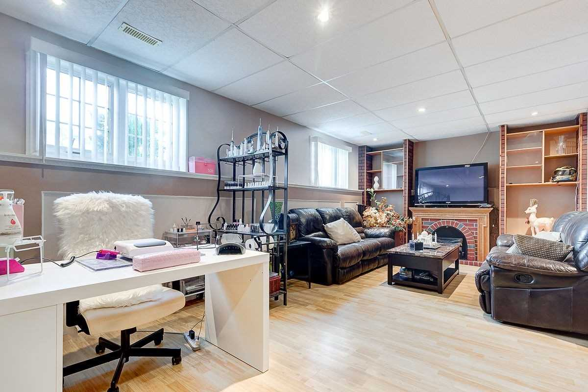 28 Ludlow Cres, Brantford, Ontario N3P 1V4, 3 Bedrooms Bedrooms, 10 Rooms Rooms,2 BathroomsBathrooms,Detached,For Sale,Ludlow,X5354366