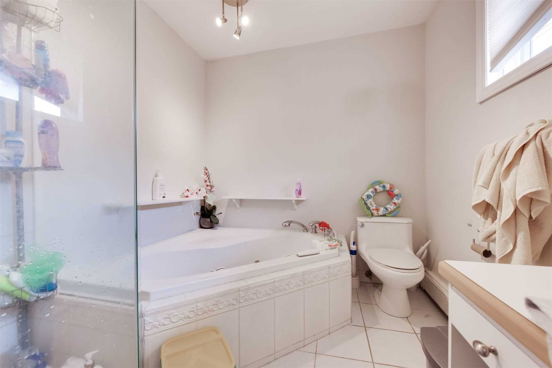 161 Peel St, Barrie, Ontario L4N 3L7, 3 Bedrooms Bedrooms, 6 Rooms Rooms,4 BathroomsBathrooms,Detached,For Sale,Peel,S5354206
