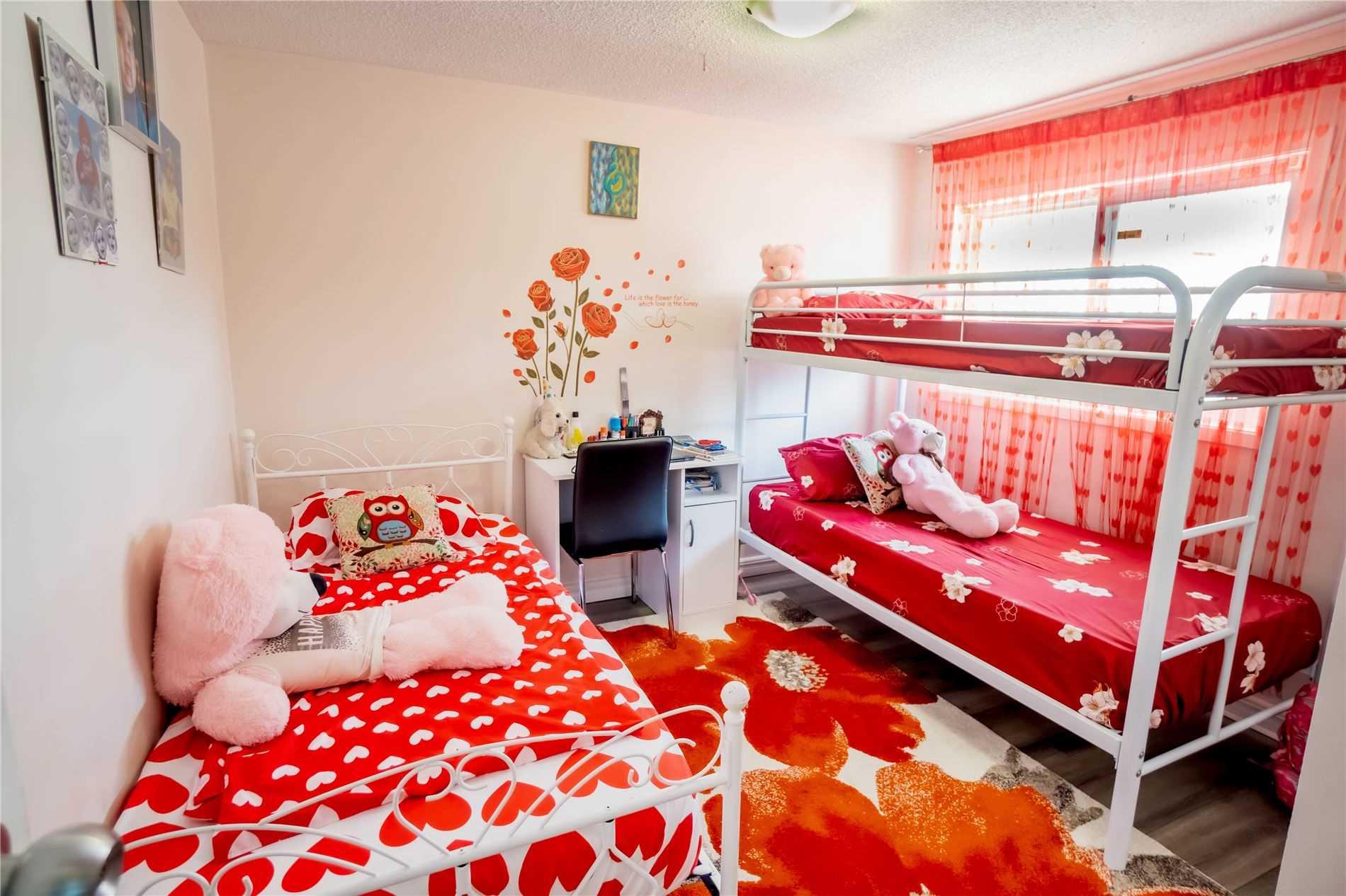 1554 Geta Circle W Circ, Pickering, Ontario L1V 3H7, 3 Bedrooms Bedrooms, 6 Rooms Rooms,3 BathroomsBathrooms,Att/Row/Twnhouse,For Sale,Geta Circle W,E5354105
