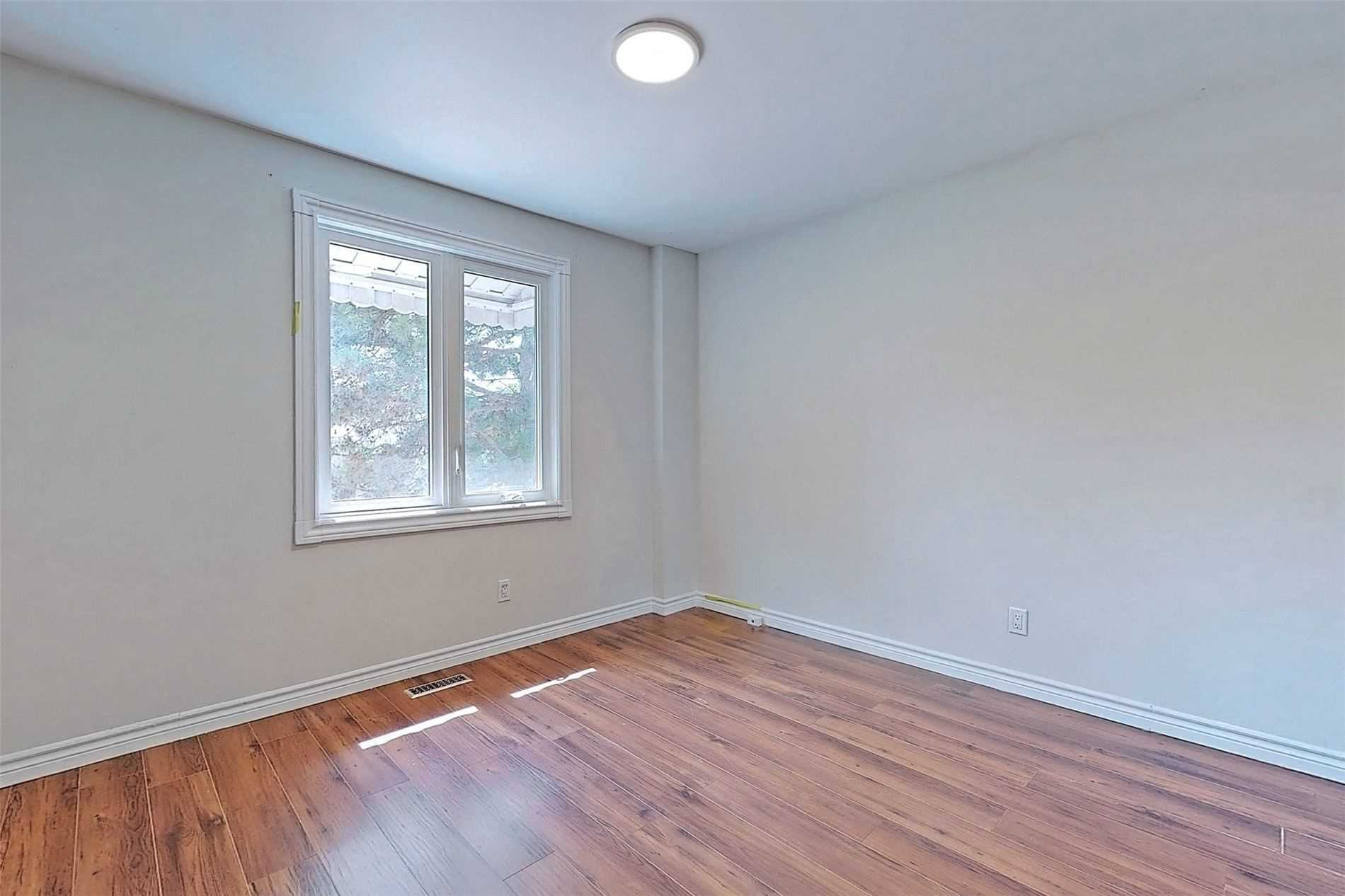 640 Irwin Cres, Newmarket, Ontario L3Y5A2, 3 Bedrooms Bedrooms, 6 Rooms Rooms,3 BathroomsBathrooms,Detached,For Sale,Irwin,N5354362