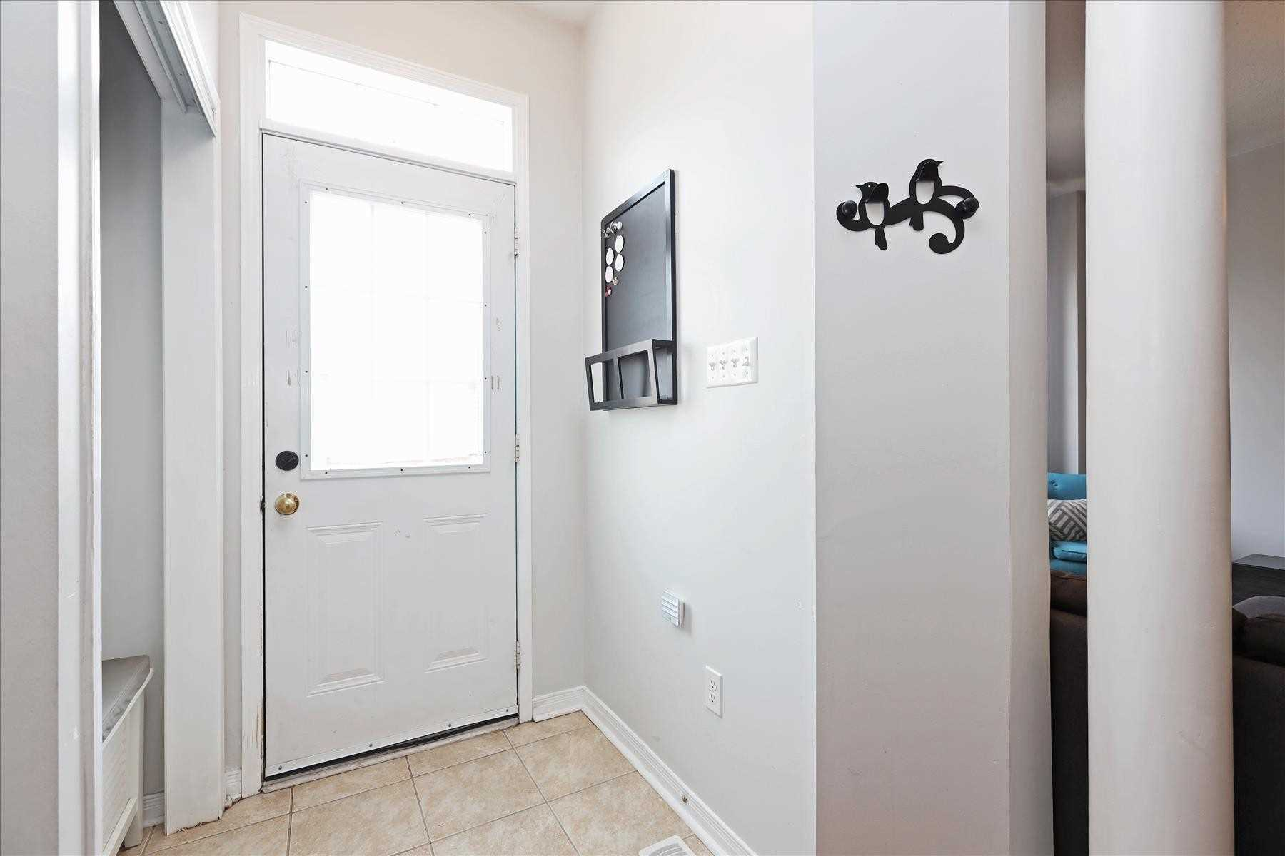54 Pike Lane, Markham, Ontario L6B1G3, 3 Bedrooms Bedrooms, 6 Rooms Rooms,2 BathroomsBathrooms,Att/Row/Twnhouse,For Sale,Pike,N5354643
