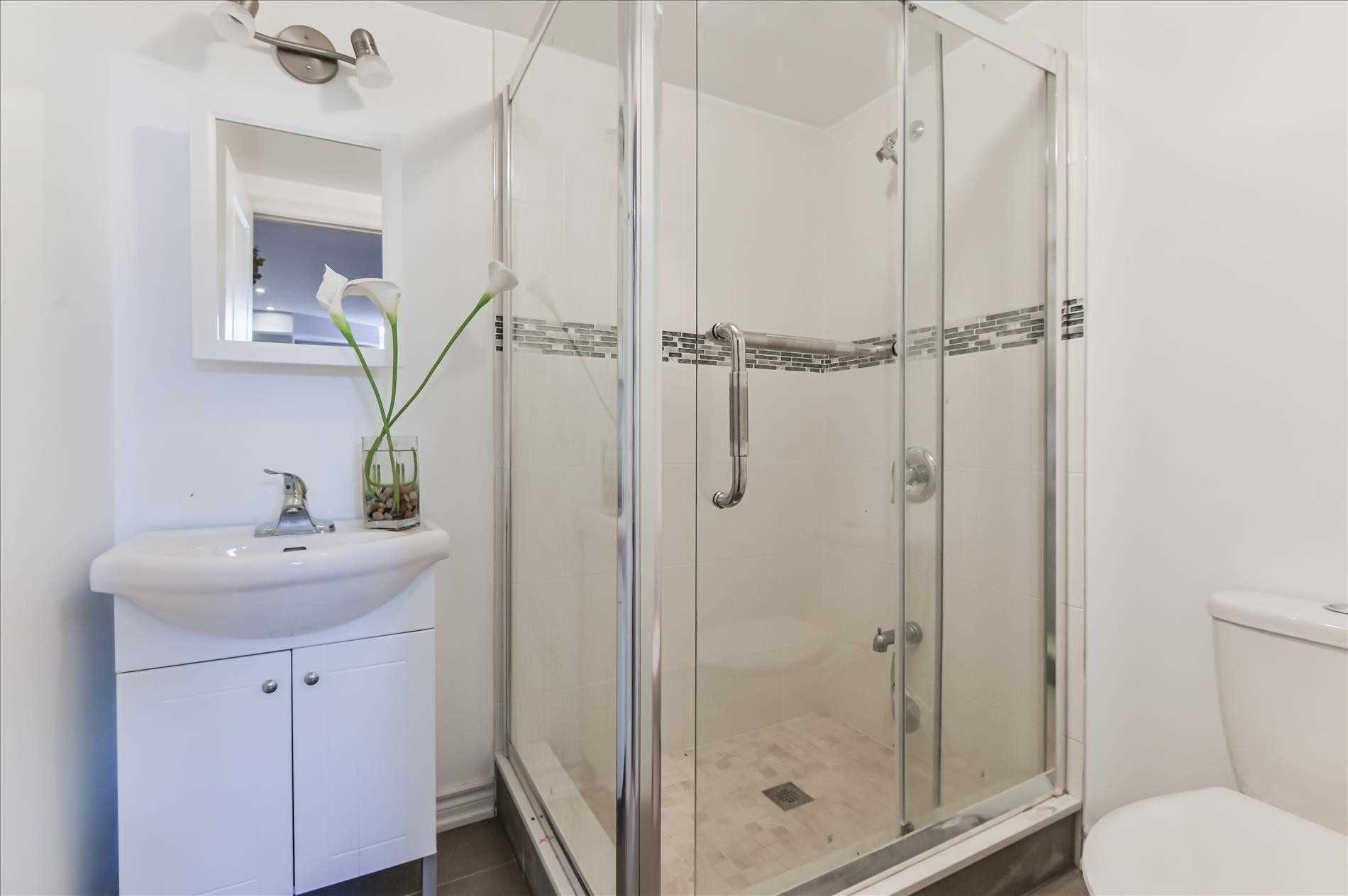 61 Village Pkwy, Markham, Ontario L3R4Z7, 3 Bedrooms Bedrooms, 7 Rooms Rooms,5 BathroomsBathrooms,Att/Row/Twnhouse,For Sale,Village,N5354815