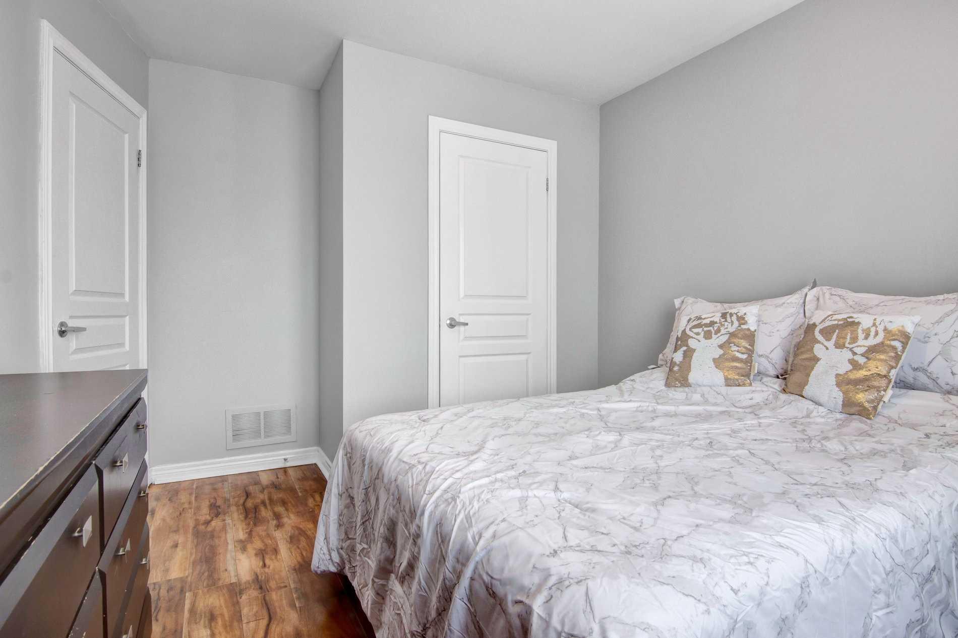 28 Pendulum Circ, Brampton, Ontario L6R3N5, 3 Bedrooms Bedrooms, 8 Rooms Rooms,4 BathroomsBathrooms,Att/Row/Twnhouse,For Sale,Pendulum,W5354472