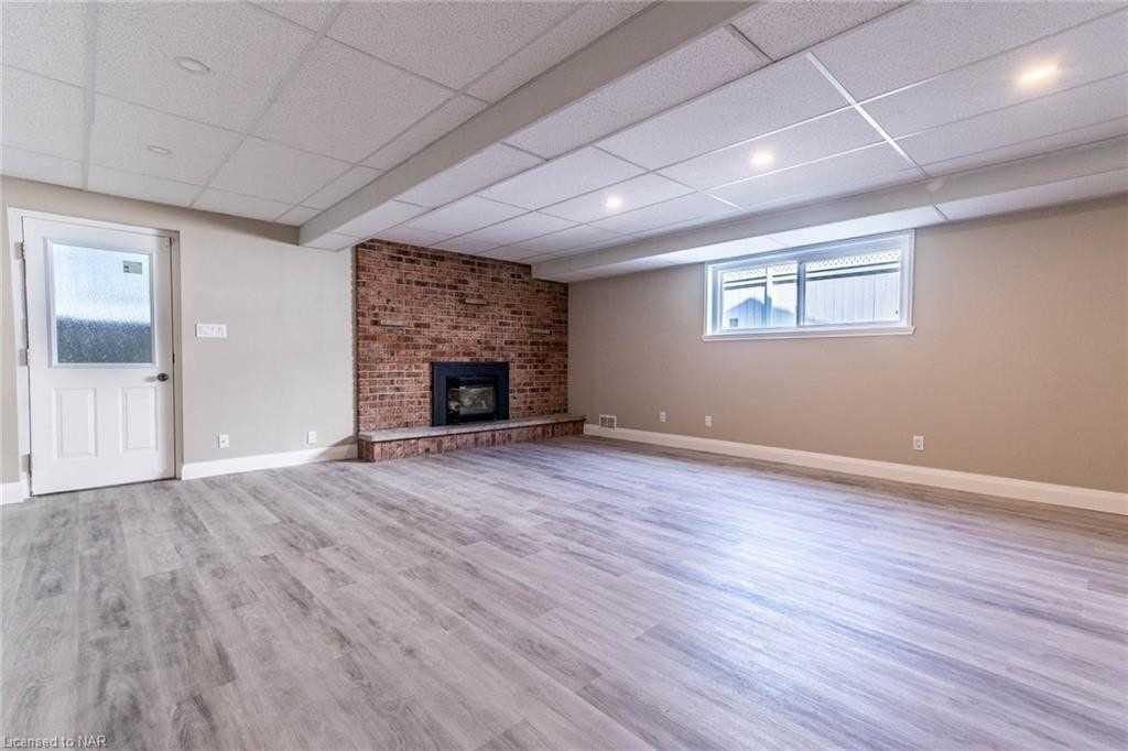 275 1/2 Vine St, St. Catharines, Ontario L2M 7R5, 3 Bedrooms Bedrooms, 10 Rooms Rooms,2 BathroomsBathrooms,Semi-Detached,For Sale,Vine,X5354586