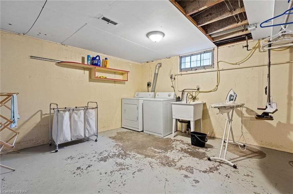 5952 Brookfield Ave, Niagara Falls, Ontario L2G 5R5, 4 Bedrooms Bedrooms, 9 Rooms Rooms,2 BathroomsBathrooms,Detached,For Sale,Brookfield,X5354625