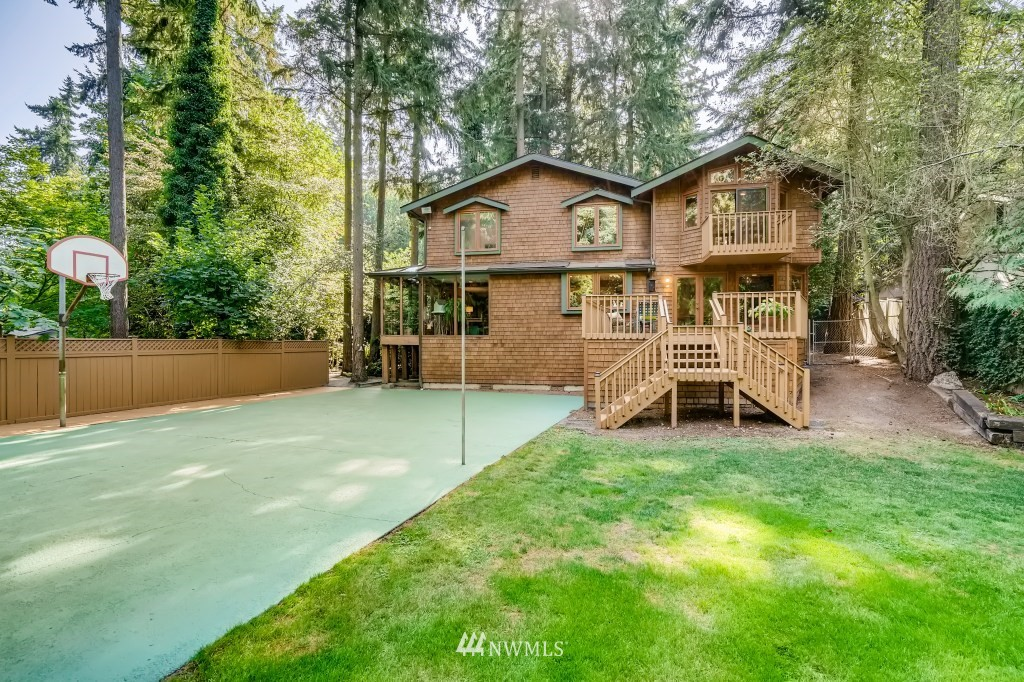 12824 Holiday Drive, Kirkland, Washington 98034, 4 Bedrooms Bedrooms, ,1 BathroomBathrooms,Residential,For Sale,Holiday,NWM1832617