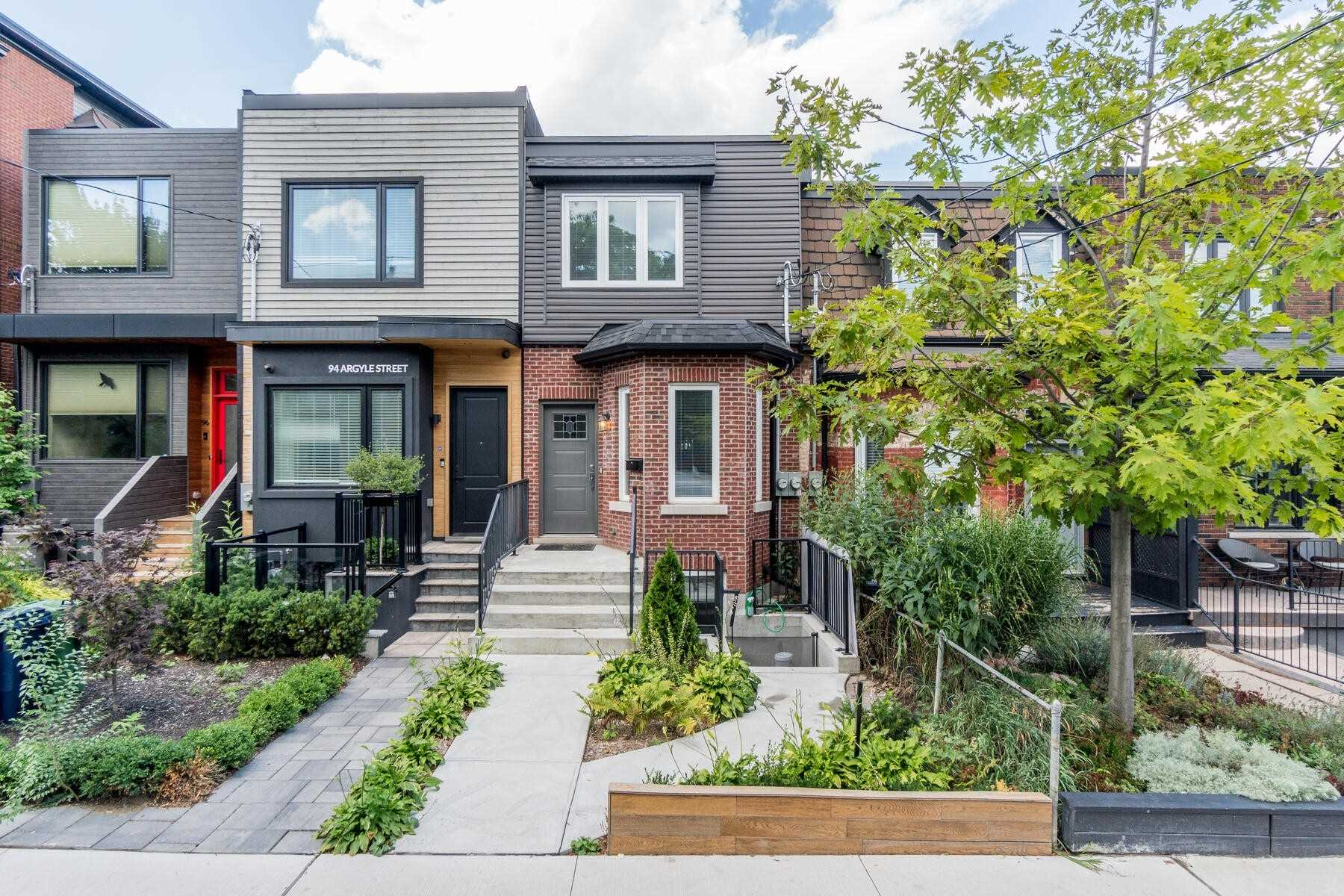 Att/row/twnhouse For Sale In Toronto , 3 Bedrooms Bedrooms, ,3 BathroomsBathrooms,Att/row/twnhouse,For Sale,Argyle