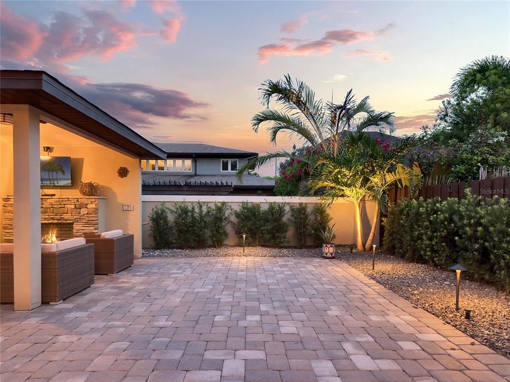 1702 HOUR GLASS DRIVE, ORLANDO, Florida 32806, 5 Bedrooms Bedrooms, ,3 BathroomsBathrooms,Residential,For Sale,HOUR GLASS,MFRO5969766