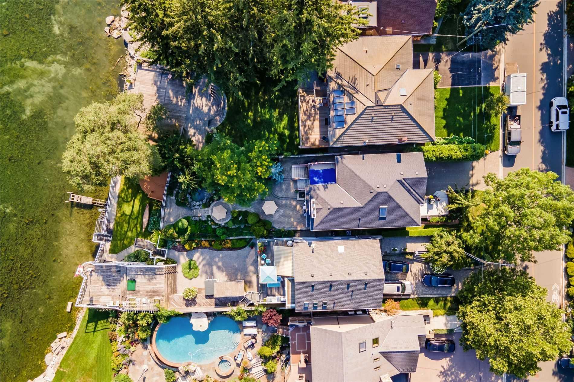 327A Lake Promenade, Toronto, Ontario M8W 1A6, 4 Bedrooms Bedrooms, 8 Rooms Rooms,4 BathroomsBathrooms,Detached,For Sale,Lake Promenade,W5356552