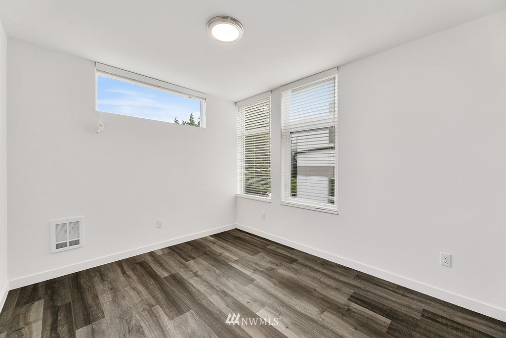 908 Emerson Street, Seattle, Washington 98119, ,Residential Income,For Sale,Emerson,NWM1834086