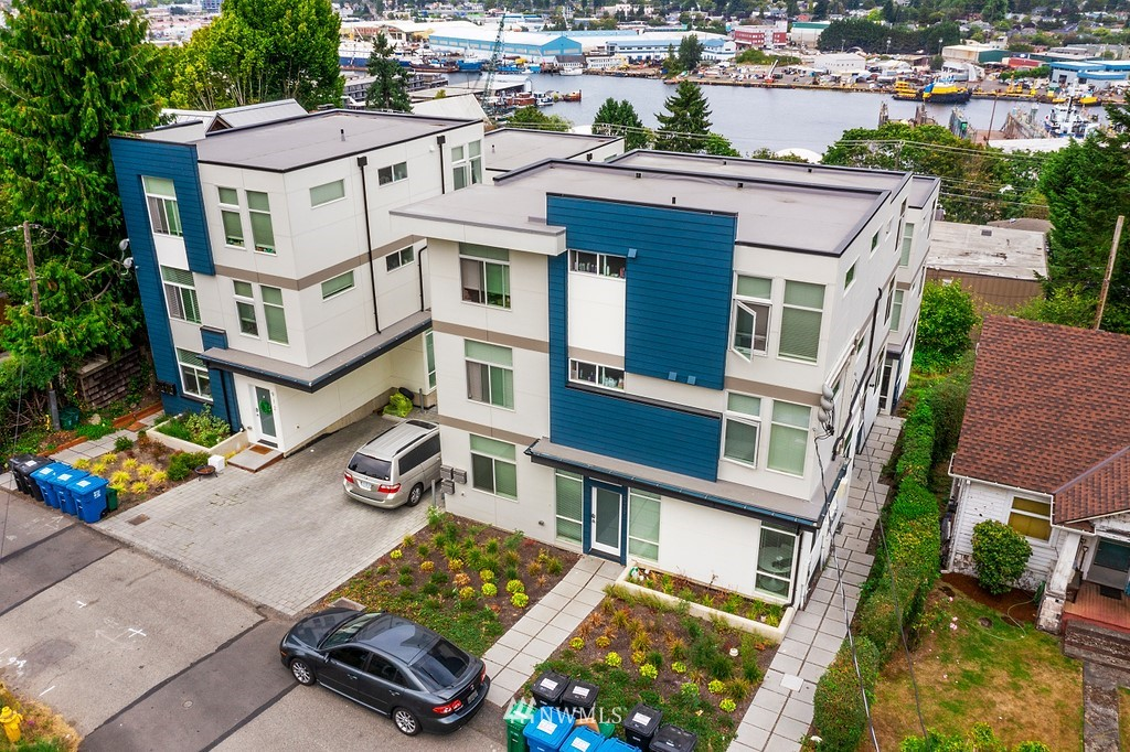 914 Emerson Street, Seattle, Washington 98119, ,Residential Income,For Sale,Emerson,NWM1834079