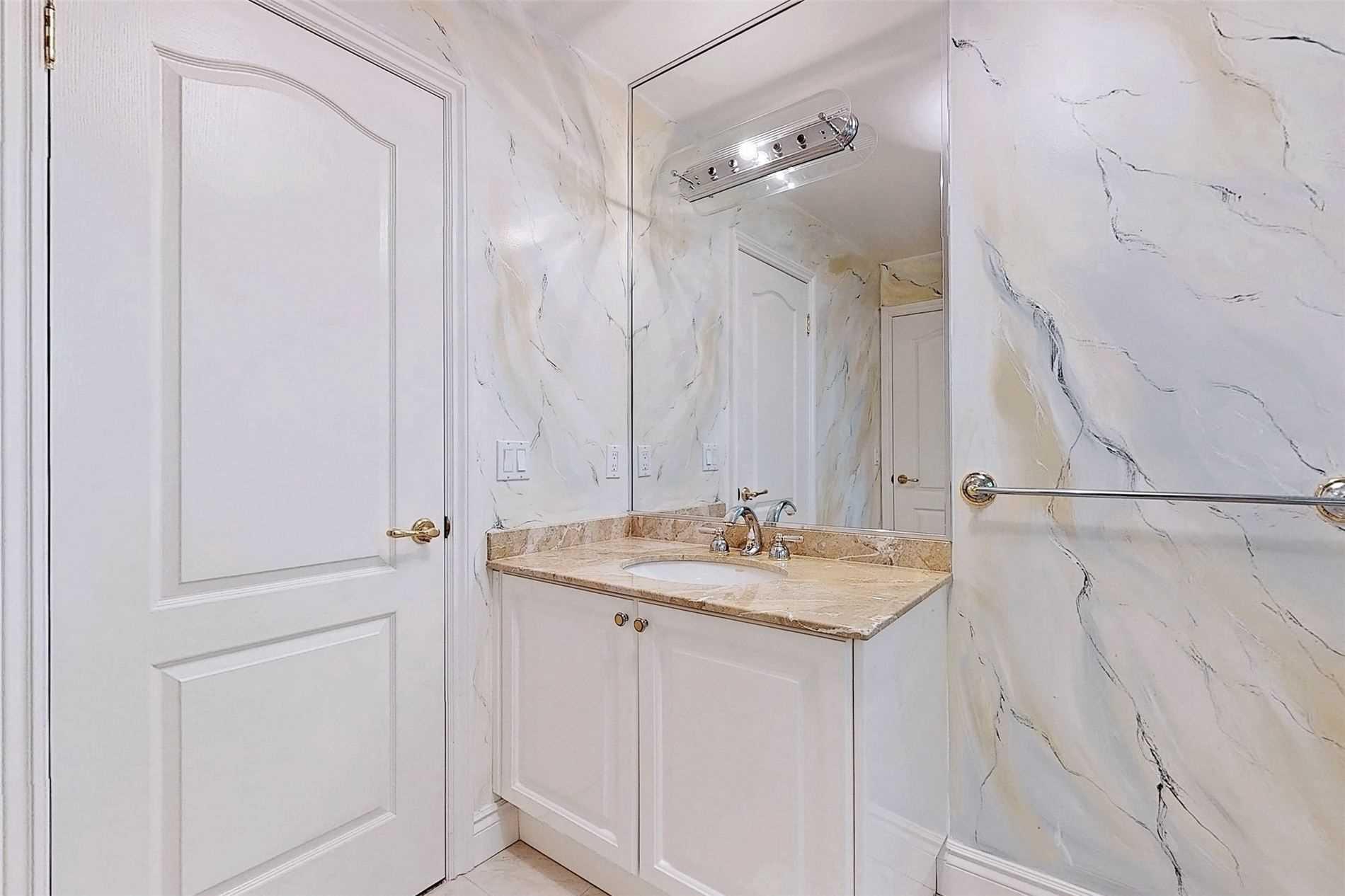 190 Brighton Ave, Toronto, Ontario M3H4E4, 4 Bedrooms Bedrooms, 14 Rooms Rooms,5 BathroomsBathrooms,Detached,For Sale,Brighton,C5359968