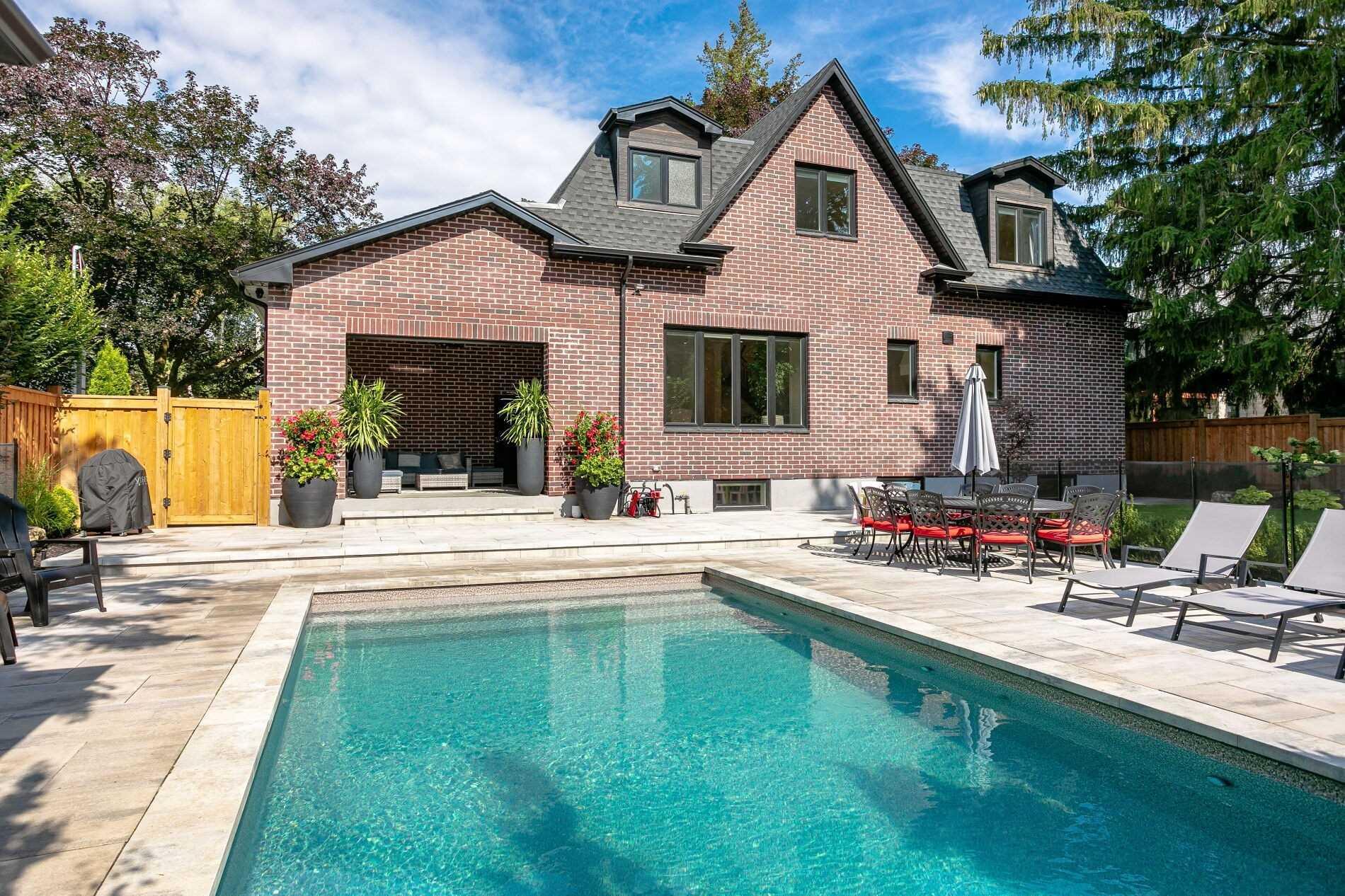 560 Vanessa Cres, Mississauga, Ontario L5H 2N3, 4 Bedrooms Bedrooms, 13 Rooms Rooms,4 BathroomsBathrooms,Detached,For Sale,Vanessa,W5361610