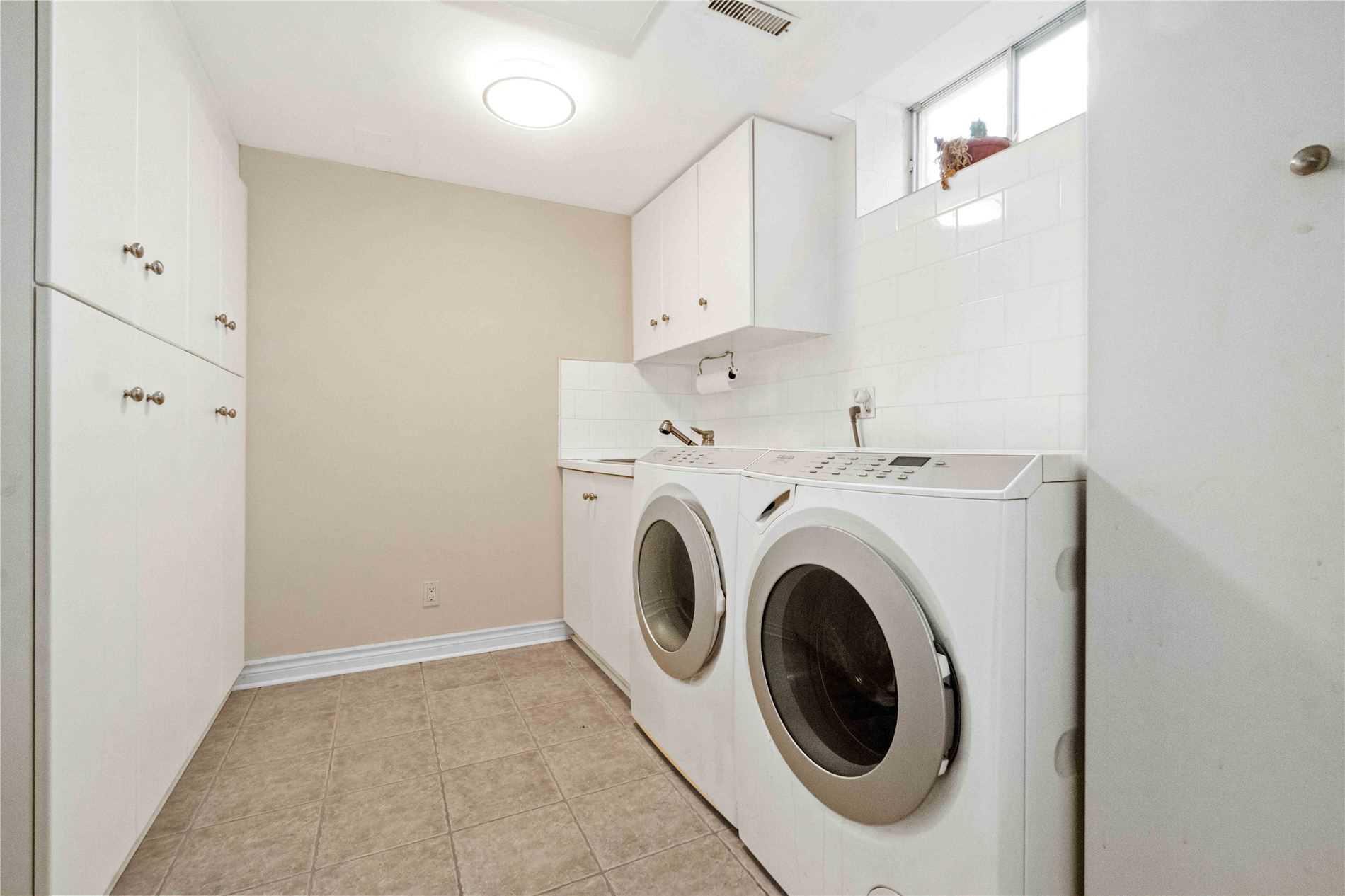 218 Strathearn Ave, Richmond Hill, Ontario L4B 3C3, 4 Bedrooms Bedrooms, 10 Rooms Rooms,4 BathroomsBathrooms,Detached,For Sale,Strathearn,N5361752