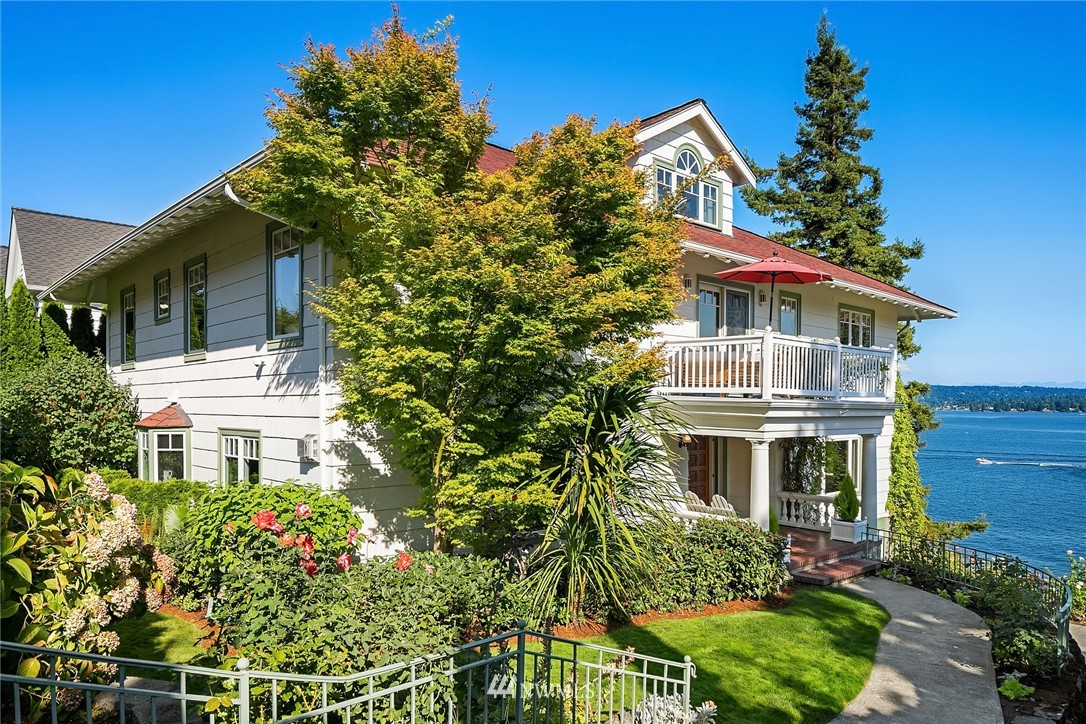 4102 55th Avenue, Seattle, Washington 98105, 5 Bedrooms Bedrooms, ,3 BathroomsBathrooms,Residential,For Sale,55th,NWM1826615