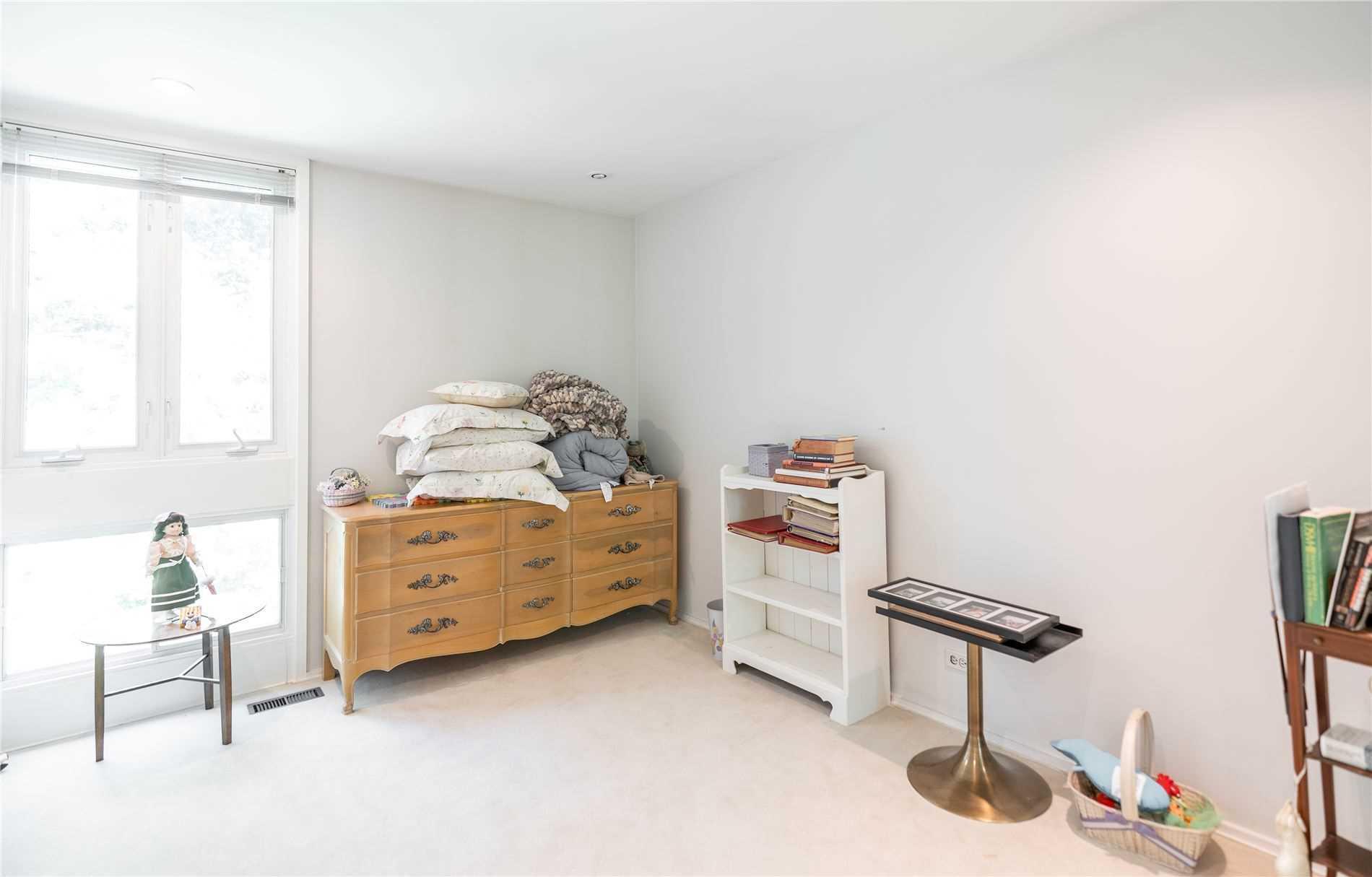 32 Saintfield Ave, Toronto, Ontario M3C2M6, 4 Bedrooms Bedrooms, 12 Rooms Rooms,4 BathroomsBathrooms,Detached,For Sale,Saintfield,C5362404