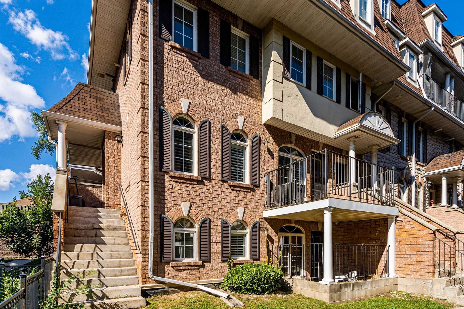 Condo Townhouse For Sale In Toronto , 3 Bedrooms Bedrooms, ,2 BathroomsBathrooms,Condo Townhouse,For Sale,204,Sidney Belsey