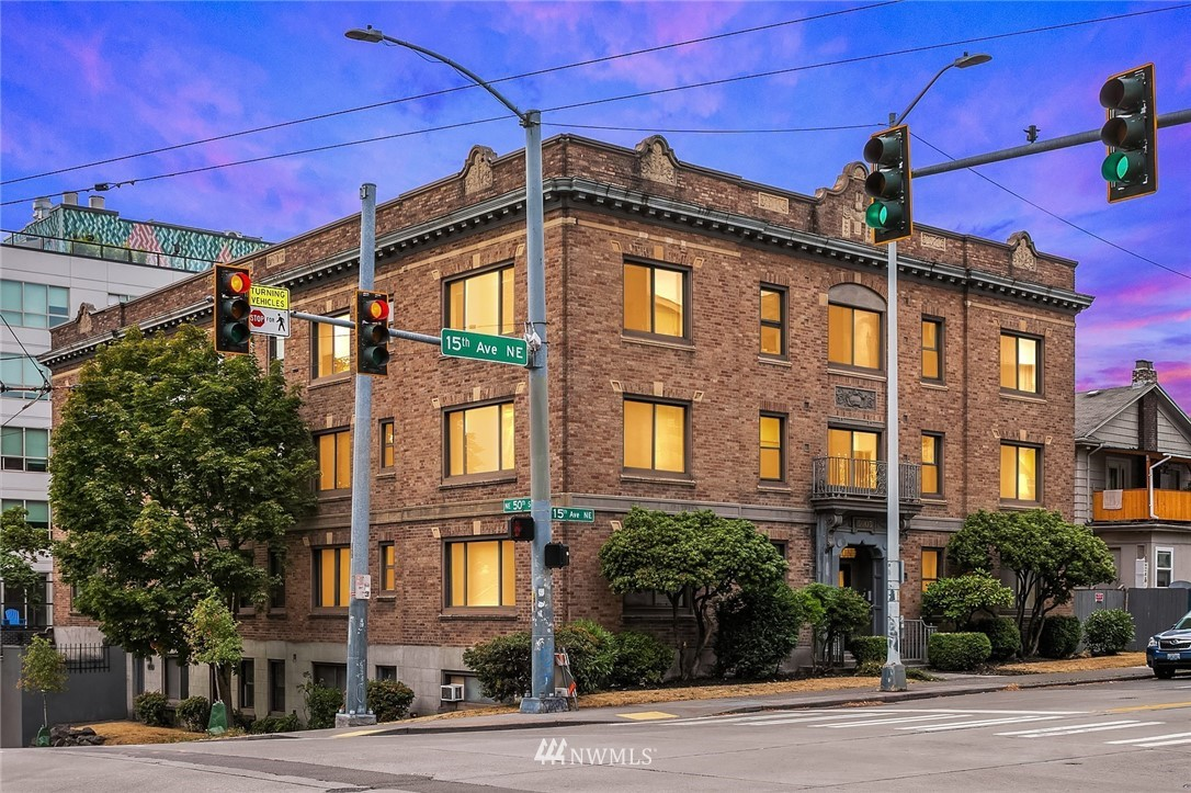 5003 15th Avenue, Seattle, Washington 98105, ,Residential Income,For Sale,15th,NWM1835725