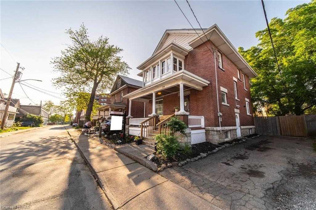 24 Avenue Pl, Welland, Ontario L3C 4B1, 5 Bedrooms Bedrooms, ,2 BathroomsBathrooms,Detached,For Sale,Avenue,X5366037