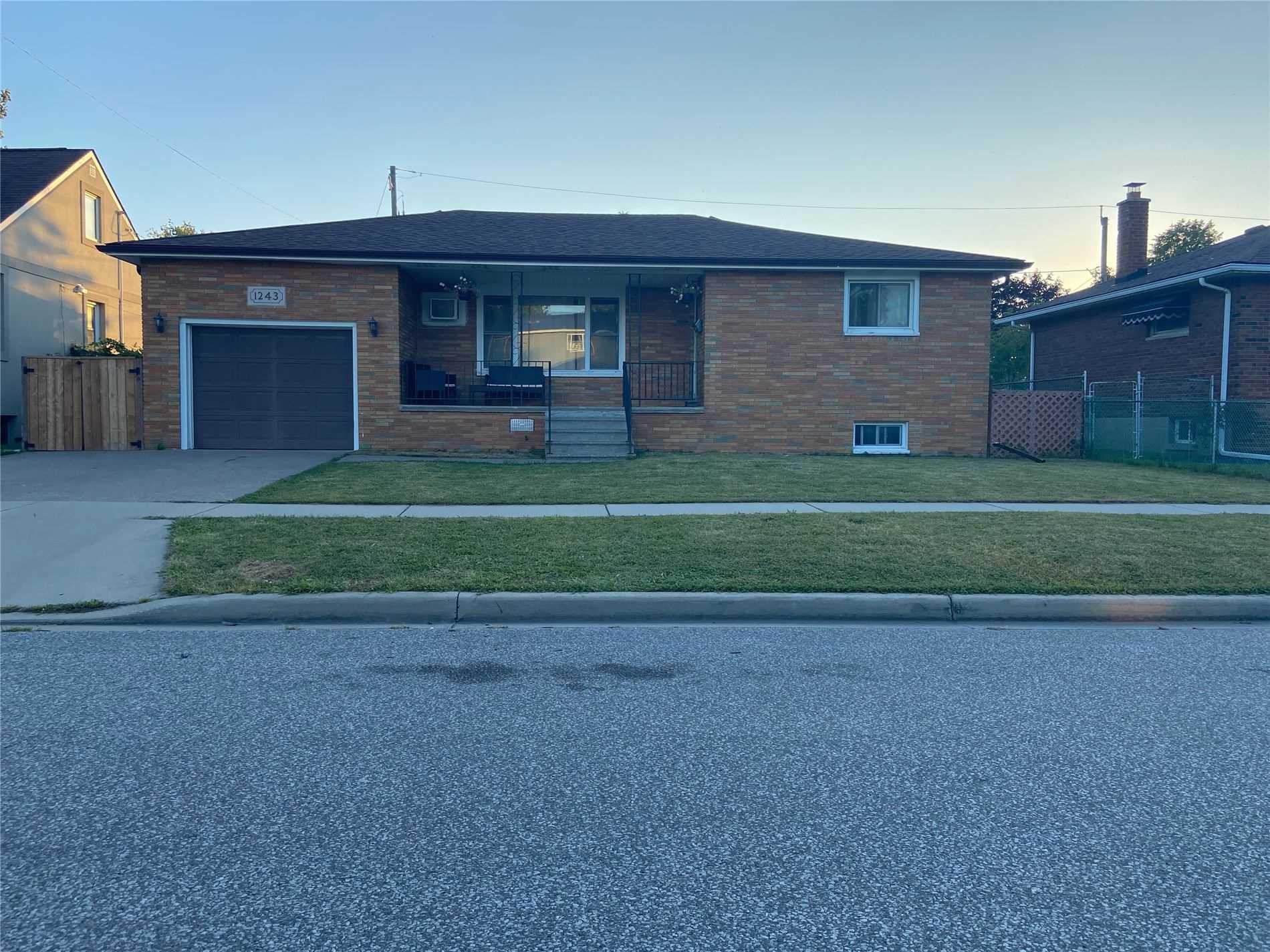 1243 Westcott St, Windsor, Ontario N8Y 4B9, 3 Bedrooms Bedrooms, ,2 BathroomsBathrooms,Detached,For Sale,Westcott,X5366283