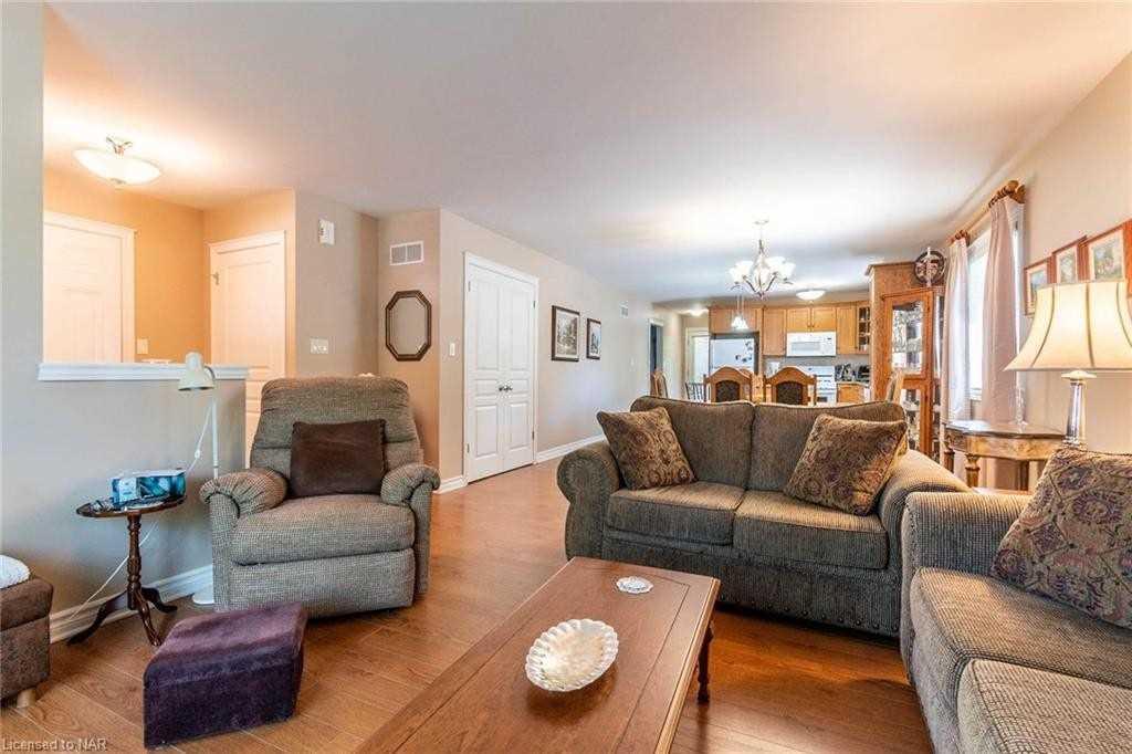 2 Home St, Welland, Ontario L3C 2E9, 2 Bedrooms Bedrooms, ,3 BathroomsBathrooms,Detached,For Sale,Home,X5366374
