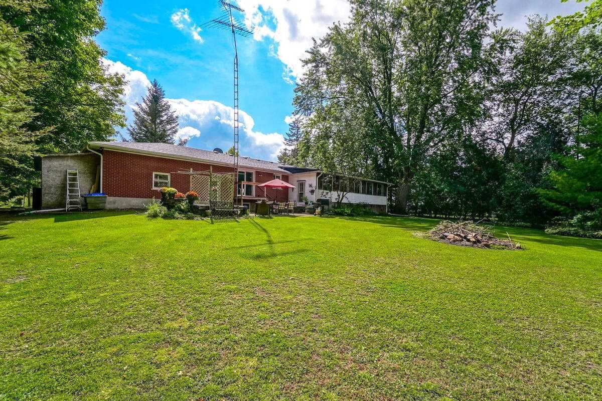 Detached house For Sale In New Tecumseth - 5592 5th Line Rd, New Tecumseth, Ontario, Canada Log1W0 , 4 Bedrooms Bedrooms, ,2 BathroomsBathrooms,Detached,For Sale,5th Line