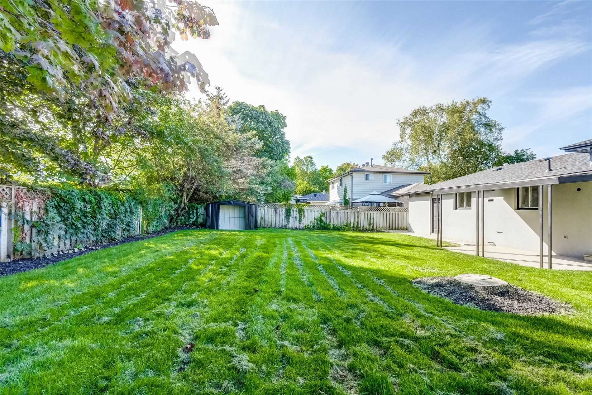Detached house For Sale In Barrie - 4 Curtiss Crt, Barrie, Ontario, Canada L4M2M7 , 3 Bedrooms Bedrooms, ,2 BathroomsBathrooms,Detached,For Sale,Curtiss