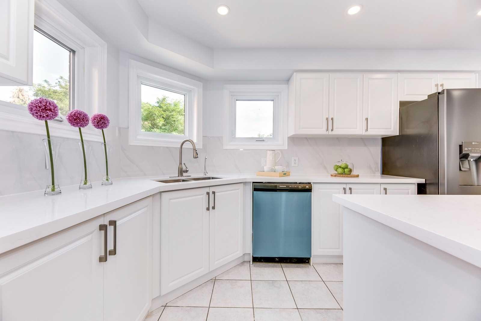 Detached house For Sale In Oakville - 200 Lexington Rd, Oakville, Ontario, Canada L6H6L6 , 4 Bedrooms Bedrooms, ,4 BathroomsBathrooms,Detached,For Sale,Lexington