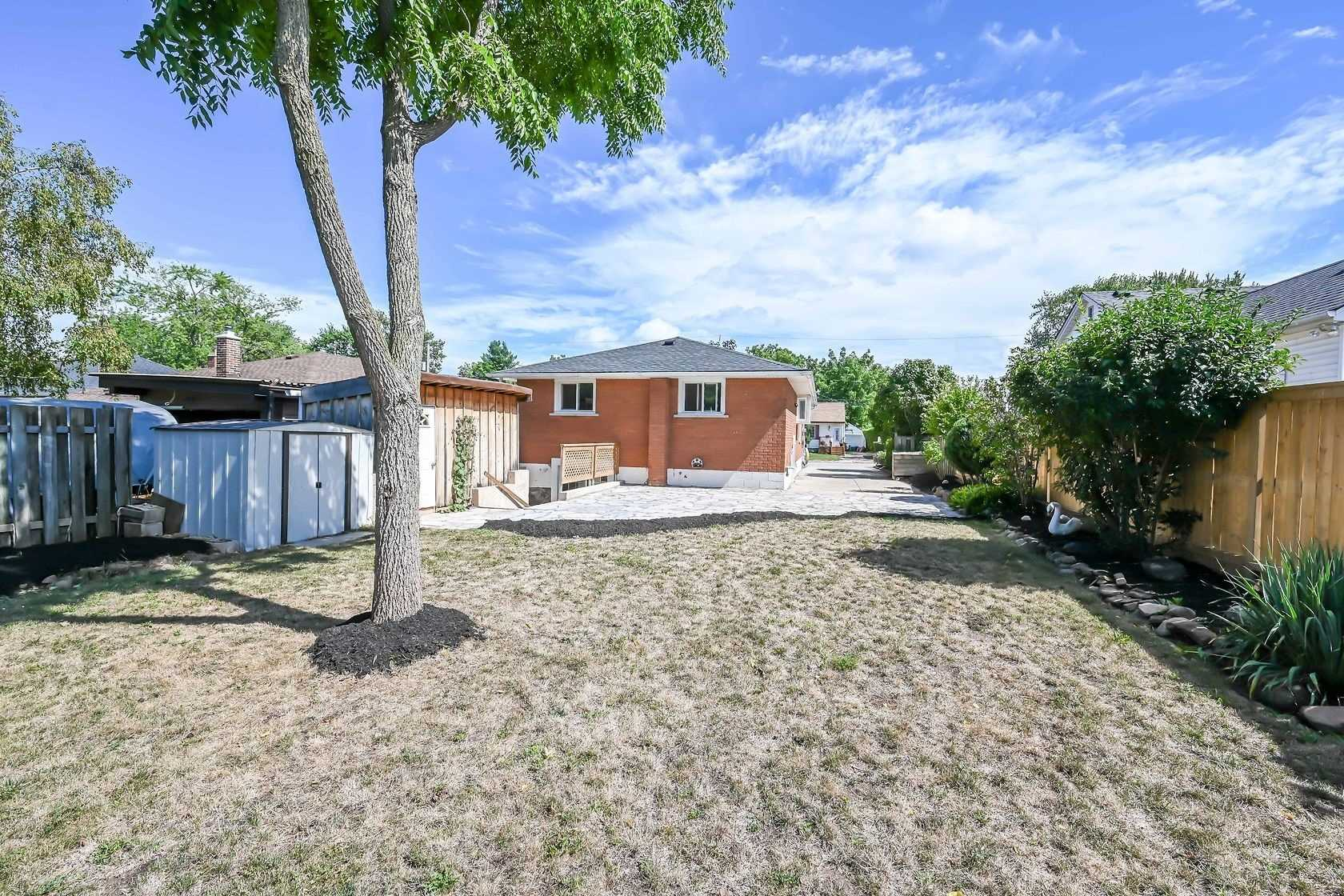 Detached house For Sale In Grimsby - 77 Fairview Rd, Grimsby, Ontario, Canada L3M3L6 , 3 Bedrooms Bedrooms, ,2 BathroomsBathrooms,Detached,For Sale,Fairview