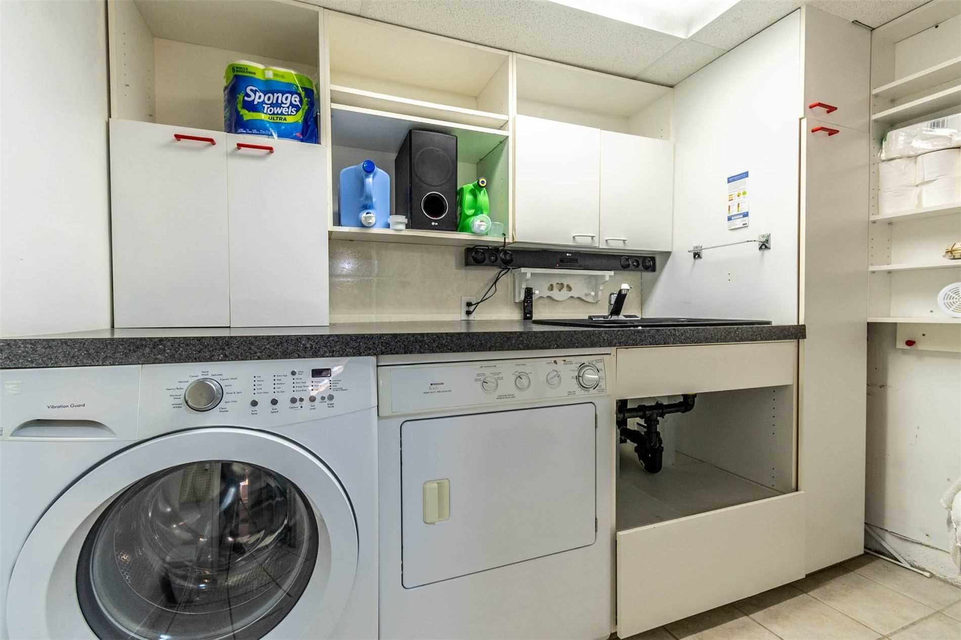 206 Commercial St, Welland, Ontario L3B5Z6, 2 Bedrooms Bedrooms, ,2 BathroomsBathrooms,Semi-detached,For Sale,Commercial,X5369435