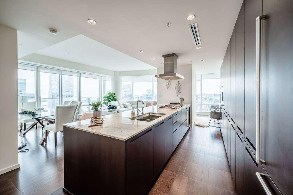 Condo Apt For Lease In Toronto , 2 Bedrooms Bedrooms, ,3 BathroomsBathrooms,Condo Apt,For Lease,4801,University