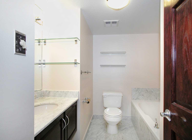 Condo Apt For Sale In Toronto , 1 Bedroom Bedrooms, ,1 BathroomBathrooms,Condo Apt,For Sale,1003,Lake Shore