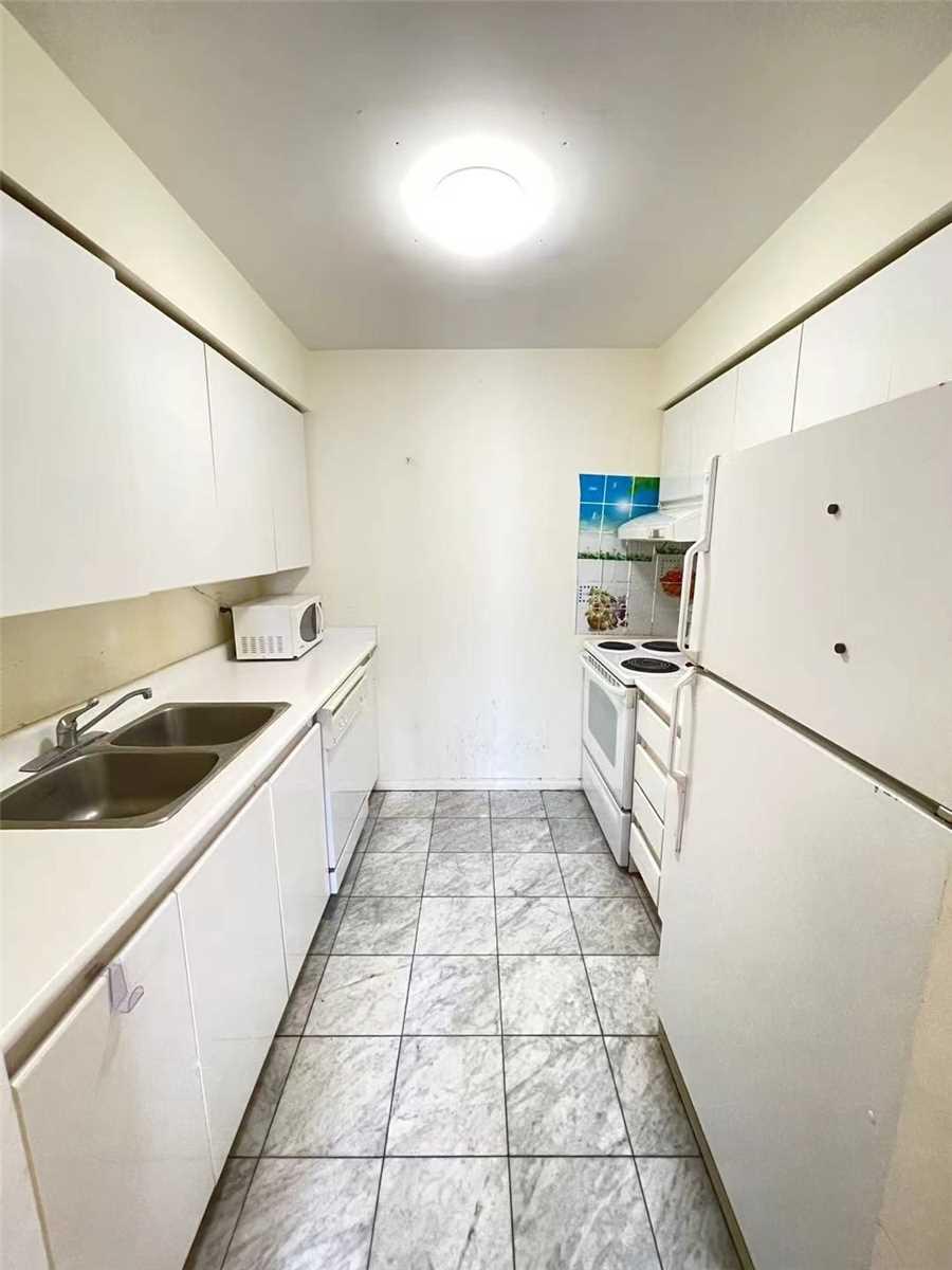 Condo Apt For Lease In Toronto , 2 Bedrooms Bedrooms, ,2 BathroomsBathrooms,Condo Apt,For Lease,1208,Hillcrest