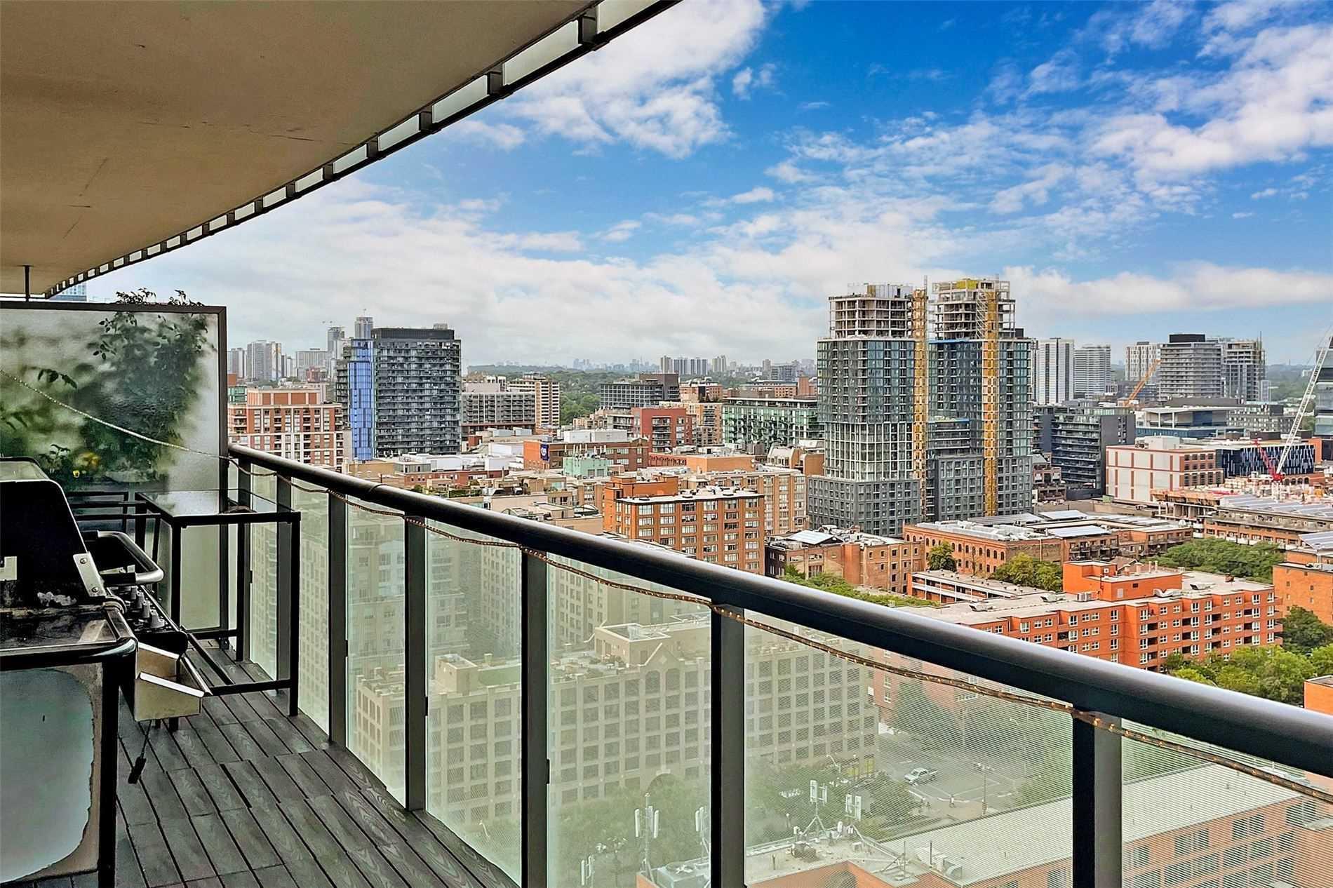 Condo Apt For Sale In Toronto , 2 Bedrooms Bedrooms, ,2 BathroomsBathrooms,Condo Apt,For Sale,2006,Market