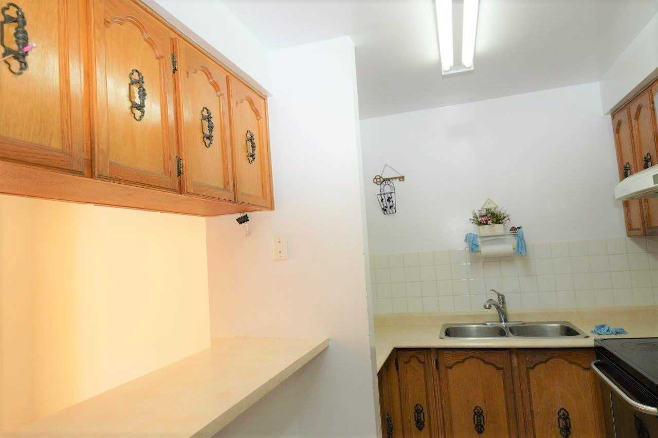 Att/row/twnhouse For Lease In Toronto , 4 Bedrooms Bedrooms, ,3 BathroomsBathrooms,Att/row/twnhouse,For Lease,Valdor