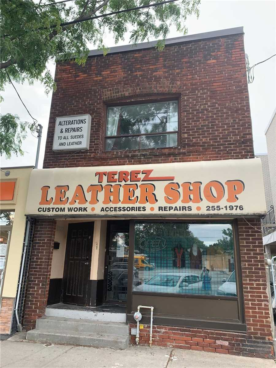 Multiplex For Lease In Toronto , 3 Bedrooms Bedrooms, ,1 BathroomBathrooms,Multiplex,For Lease,Upper,Lake Shore